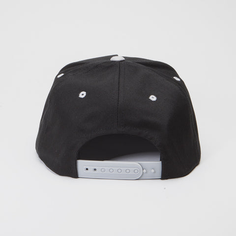 Yupoong The Classic 5 Panel Snapback Black/Silver