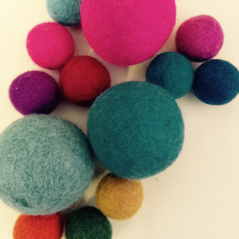 37. Needle felting Beginners ~ a series of balls for a garland ~ SOLD OUT - Hands Craft Store