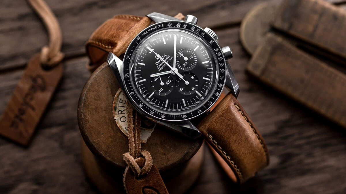 The Omega Speedmaster fitted to the Geckota Kington Short leather watch strap.