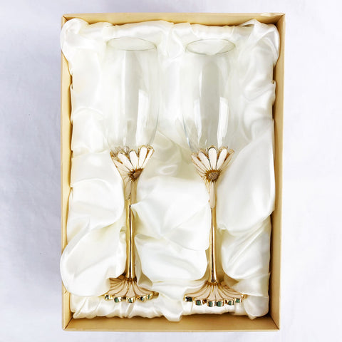 Exquisite Heirloom Daisy Flower Champagne Glasses (Set of Two)