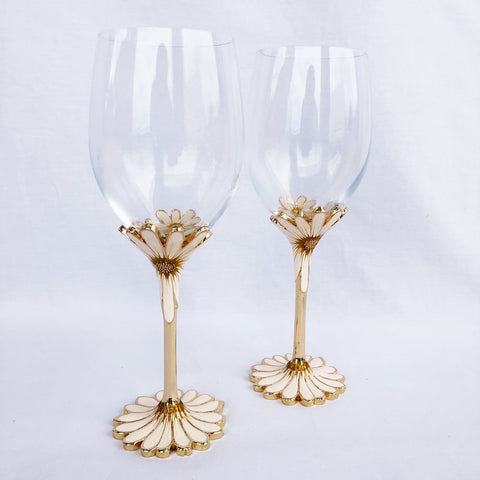 Exquisite Heirloom Daisy Flower Wine Glasses With Diamantés (Set of Two)