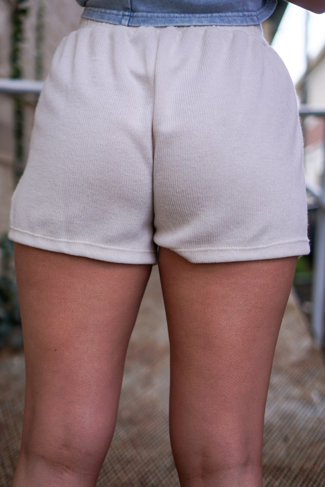 Right Round Cream Shorts