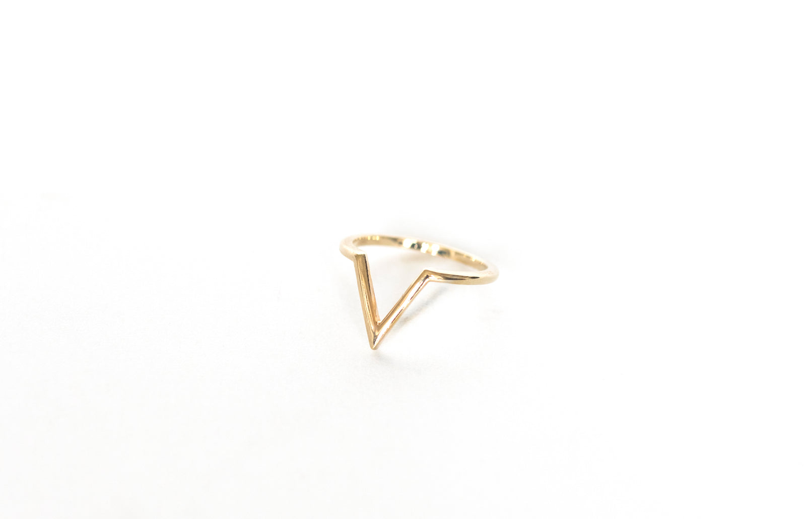 V-shape detail ring - Limited Edition