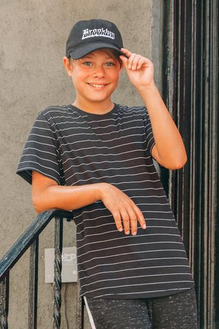 BOYS' BLACK SINGLE STRIPED TEE
