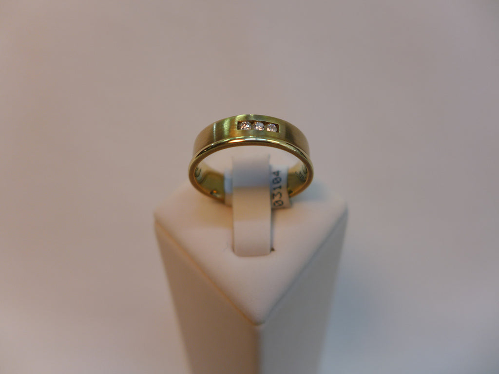 9CT Gold brushed ring with diamond inset