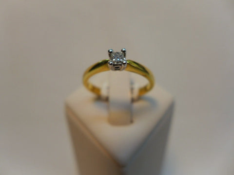18CT Solitaire Princess Cut Diamond Ring