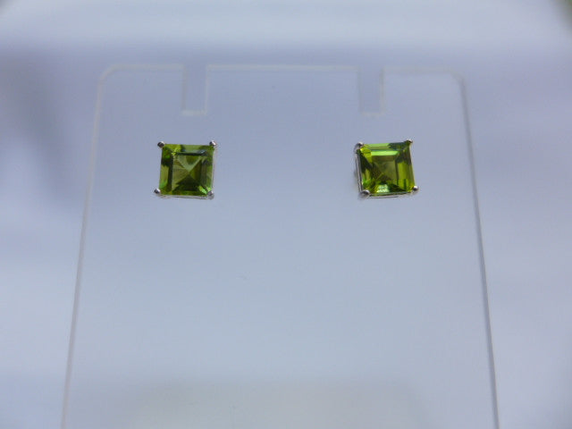 Sterling Silver 5mm Peridot Studs