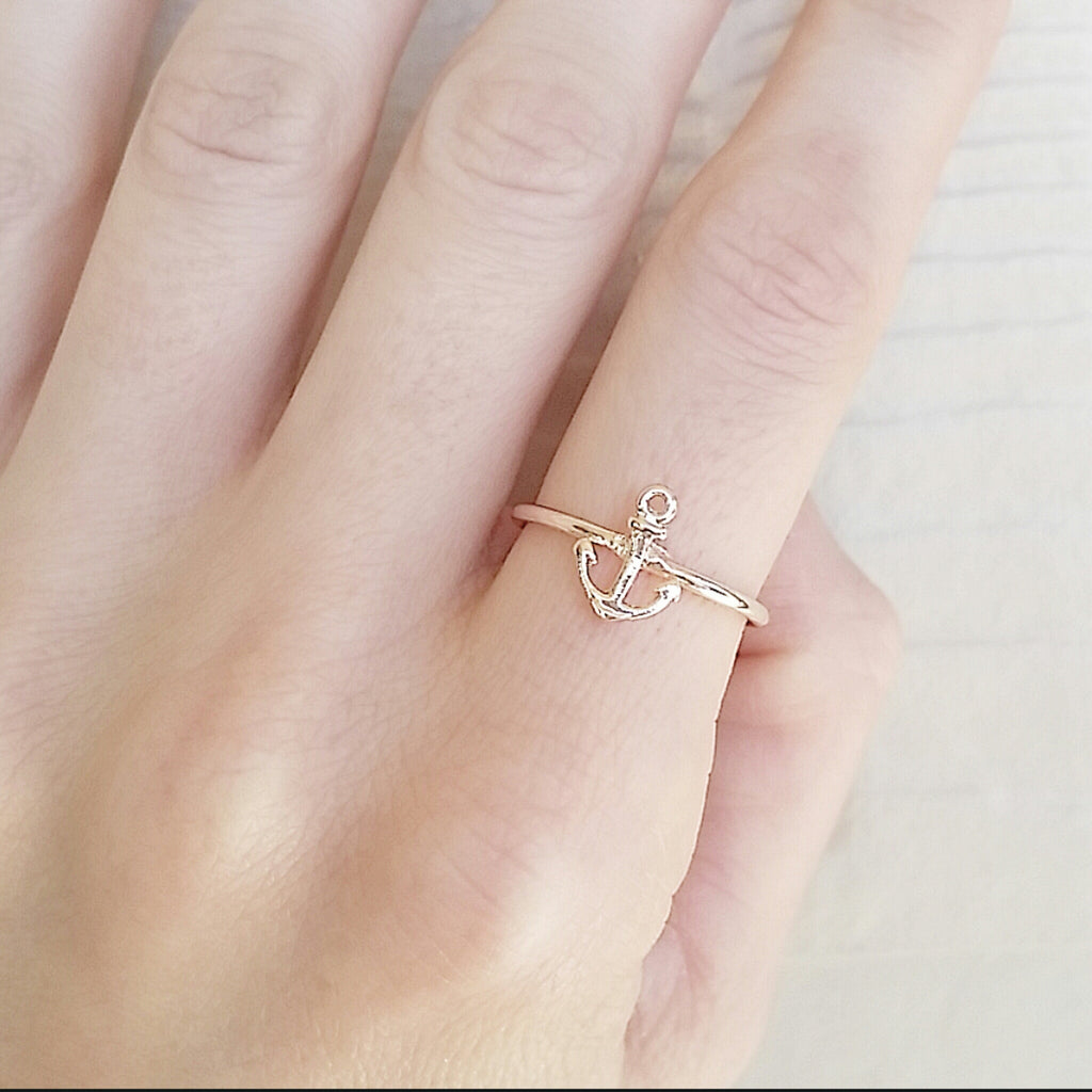 Dainty Anchor Ring
