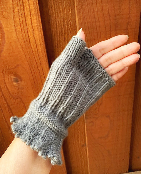 Laces fingerless mittens