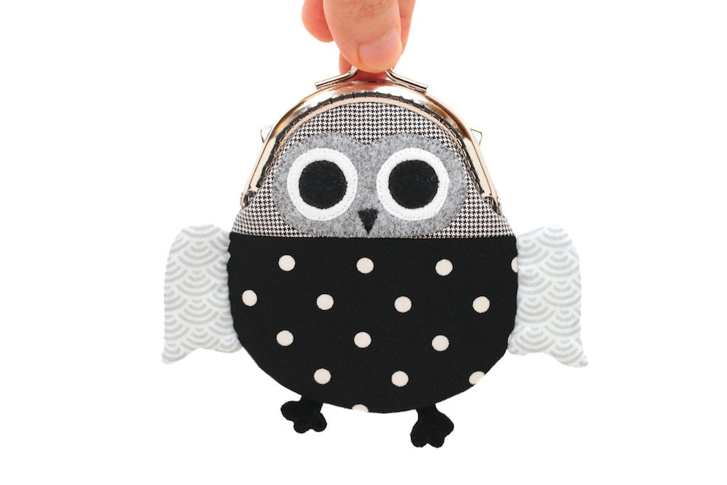 Cute intelligent black owl clutch purse