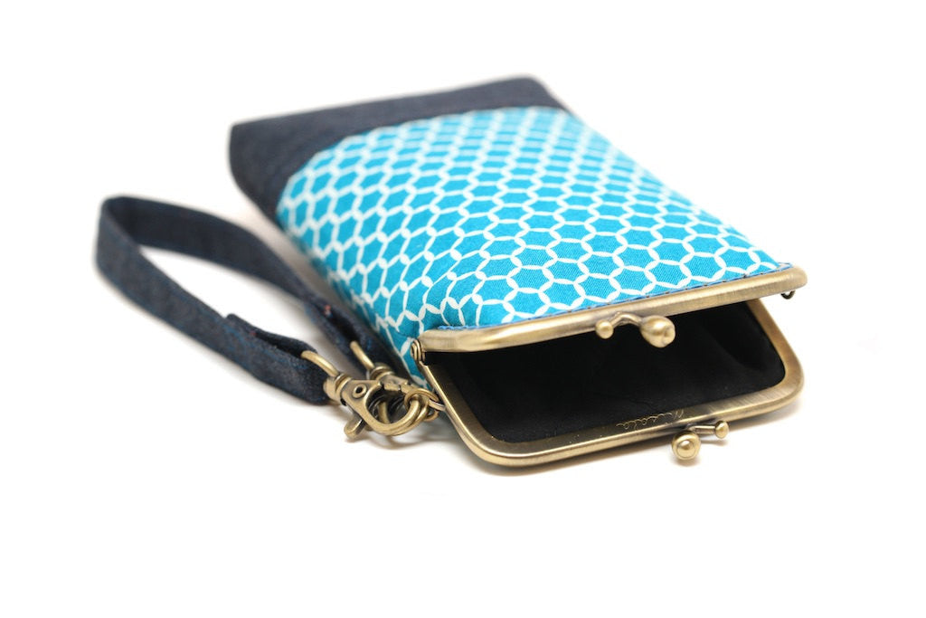 Serene blue honeycomb smartphone kisslock sleeve