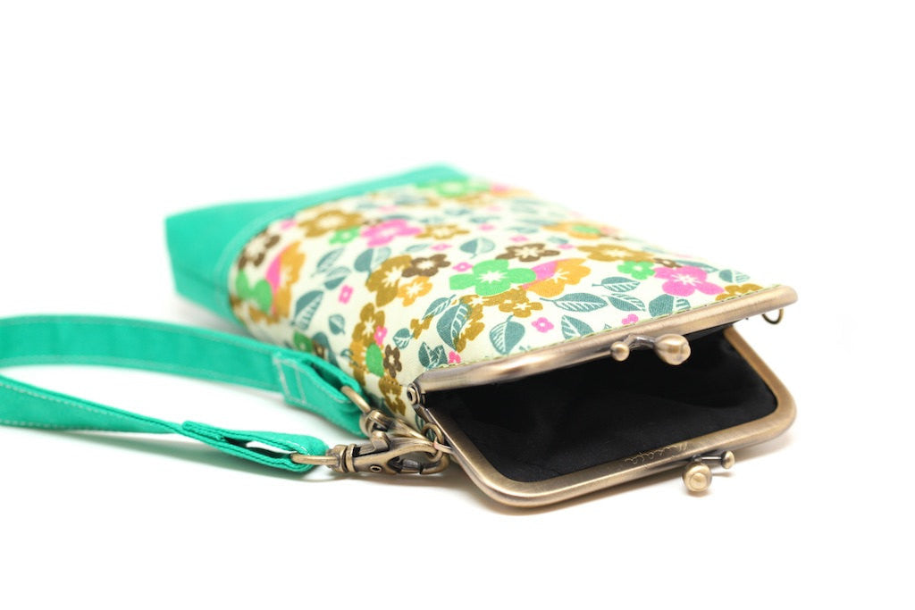 Cherry blossom smartphone kisslock sleeve
