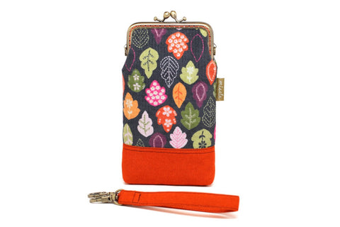 Falling leaves smartphone kisslock sleeve