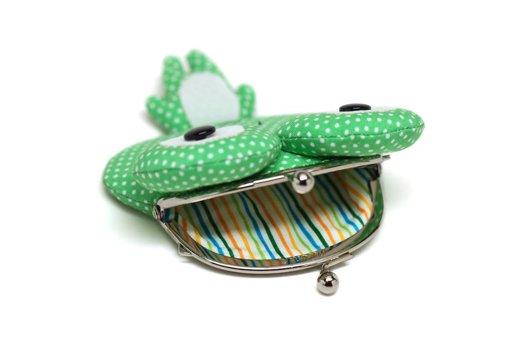 Little green frog clutch purse