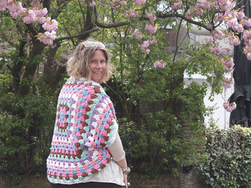Patroon Grof Gehaakte Granny Square Shrug Knotten