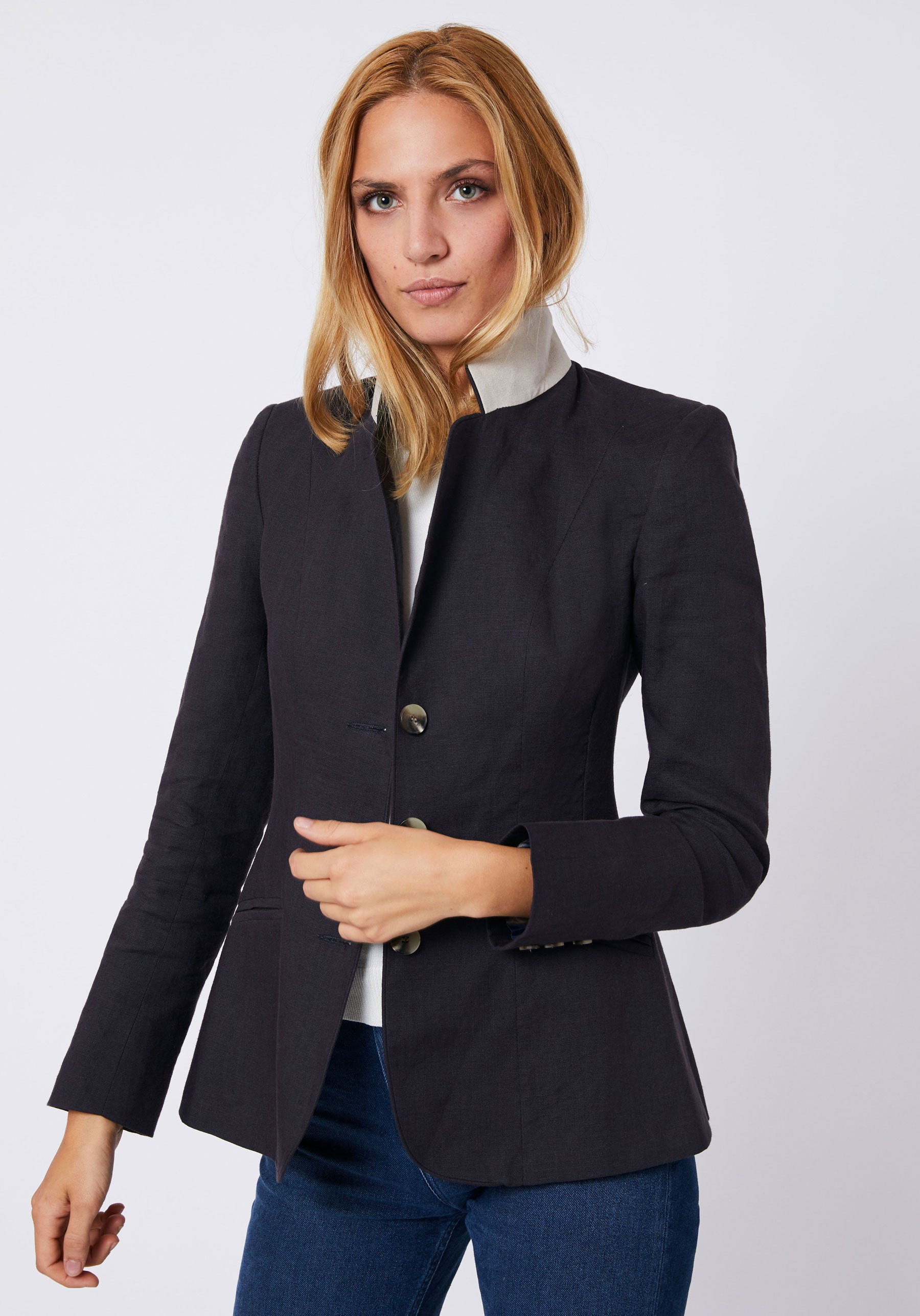 Hacking Jacket in Navy Linen