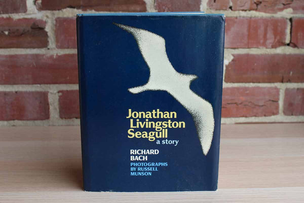Jonathan Livingston Seagull by Richard Bach Photographs by Russell Munson
