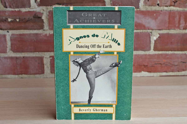 Agnes de Mille: Dancing Off the Earth by Beverly Gherman