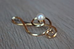 Gold Tone Treble Clef Brooch with Faux Pearl Accent