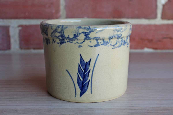 Robinson Ransbottom Pottery (Ohio, USA) 1 Pint Stoneware Low Jar Stenciled with a Blue Wheat Sprig and Spongeware Rim