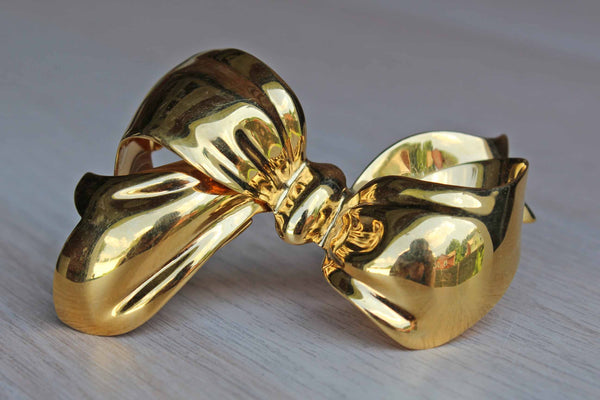 Monet (New York, USA) Large Shiny Gold Tone Bow Brooch