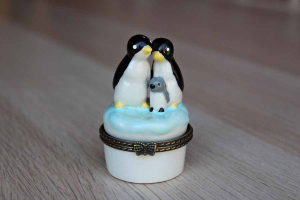 Porcelain Pill Box Decorated with Decorated with a Penguin Family on the Lid