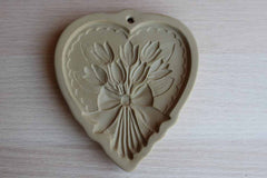 Brown Bag Cookie Art (New Hampshire, USA) 1989 Ceramic Floral Heart Cookie Mold