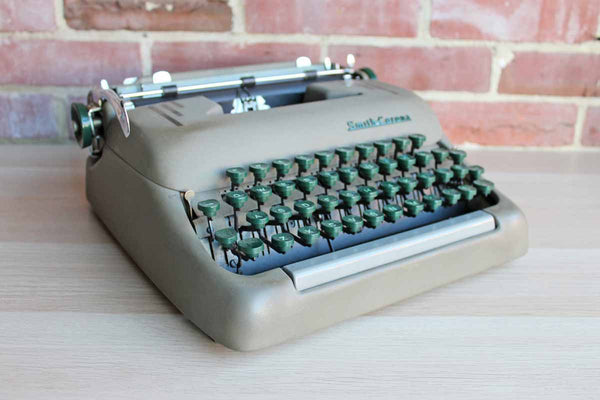 Smith-Corona (New York, USA) Silent Portable Manual Typewriter
