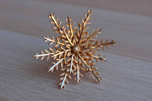 Gold Tone Wreath-Shaped Starburst Brooch