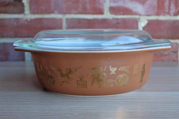 Corning Inc. (New York, USA) Pyrex 1 1/2 Quart Early American Oval Dish with Lid