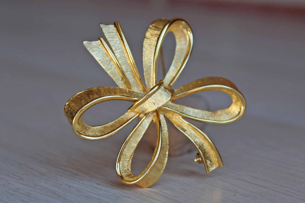 Monet (New York, USA) Gold Tone Tied Bow Brooch