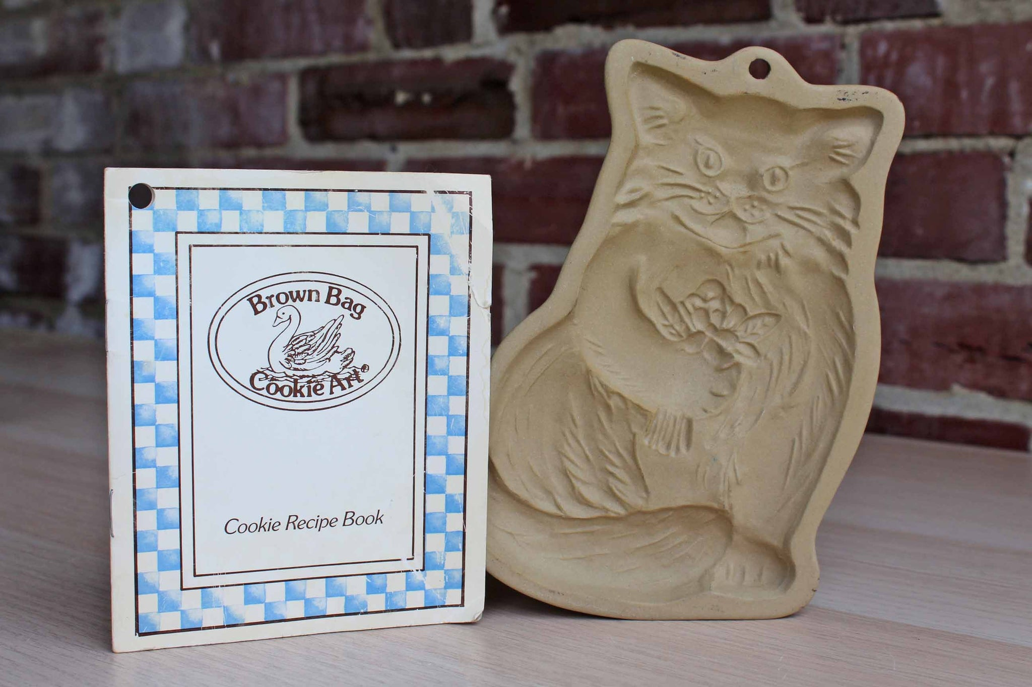 Brown Bag Cookie Art (New Hampshire, USA) Stoneware Cookie Mold of a Cat Holding Bouquet of Flowers