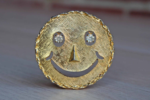 Gold Tone Smiling Sun Brooch