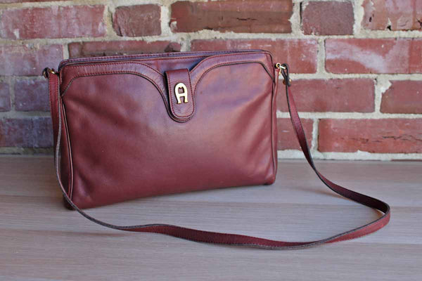 Etienne Aigner (New York, USA) Deep Red Leather Shoulder Handbag