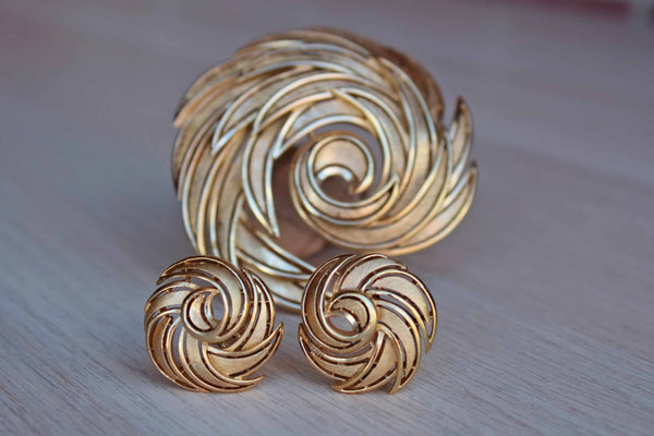 Trifari (USA) Gold Tone Swirling Brooch and Matching Non-Pierced Earrings