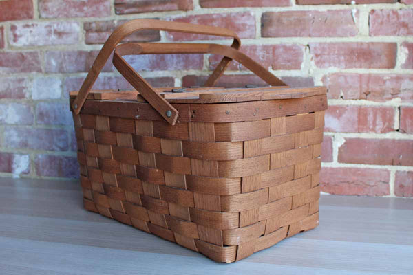 Basketville (Vermont, USA) Oak Picnic Basket with Wine Bottle Storage