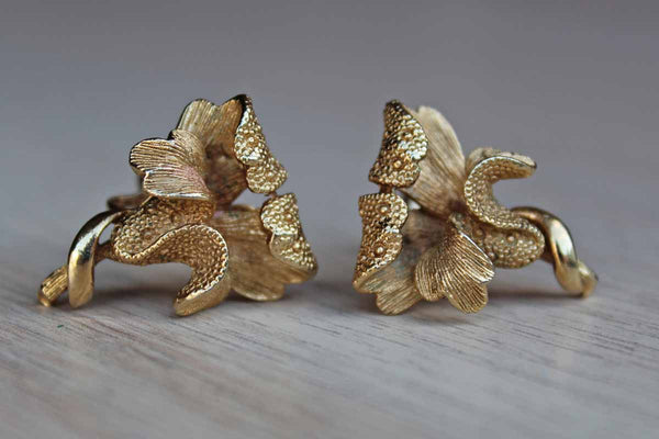 Coro Jewelry (New York, USA) Gold Tone Non-Pierced Flower Earrings