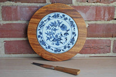 Dolphin Monkey Pod (Phillipines) Blue Danube Onion Cheese Board/Trivet with Serrated Cheese Knife