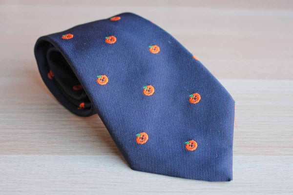 Alynn Neckwear (Connecticut, USA) Polyester/Silk Necktie Decorated with Orange Pumpkins