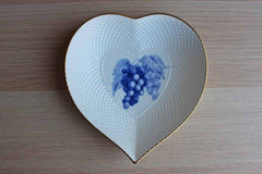 Mikasa (Japan) Fruit Bouquet Bone China Heart-Shaped Dish with Purple Grapes Design