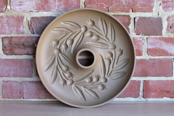 Hartstone Pottery (Ohio, USA) Round Stoneware Leaves & Berries Shortbread Wreath Mold