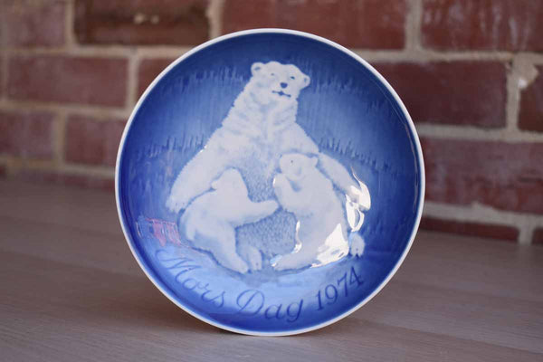 Bing & Grondahl (Denmark) Porcelain 1974 Mother's Day Dish with Polar Bear and Cubs