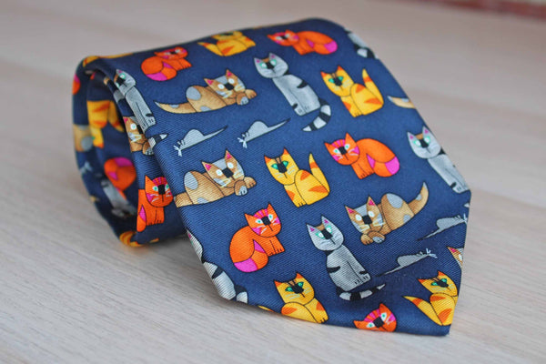 Alynn Neckwear (Connecticut, USA) 100% Silk Necktie Decorated with Cats and Mice