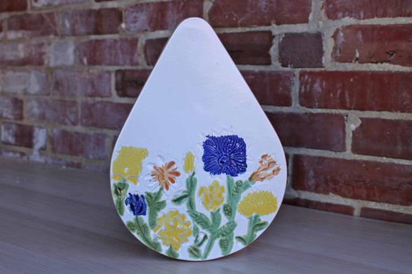 Bennington Potters (Vermont, USA) Stoneware Teardrop-Shaped Trivet Decorated with Wild Flowers