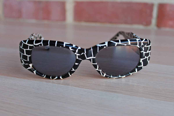 Ellen Tracy (New York, USA) Sunglasses with Retro Black and White Design