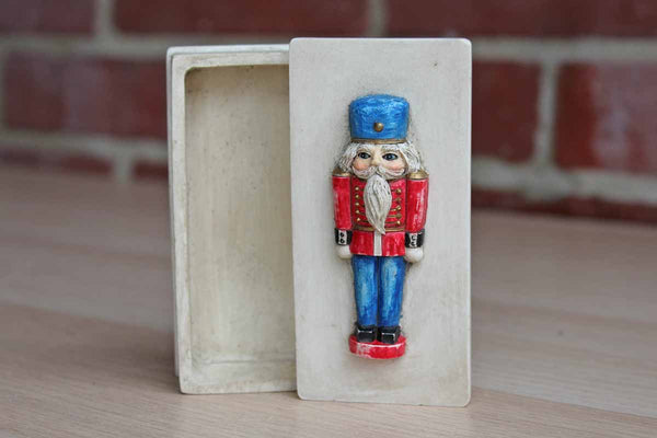 Hen-Feathers (Pennsylvania, USA) Cast Resin Box with Toy Solider