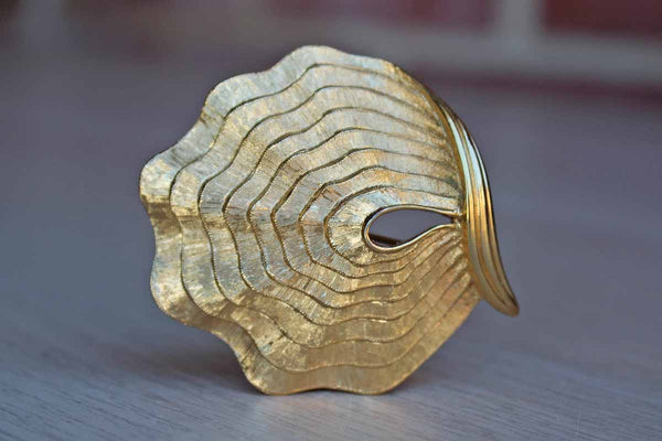 Monet (New York, USA) Gold Tone Metal Clam Shell Brooch