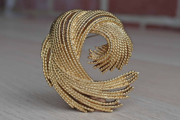 Monet (New York, USA) Gold Tone Swirling Thread Brooch