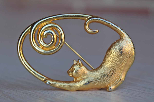 Jonette Jewelry (Rhode Island, USA) Gold Tone Cat Cameo Brooch