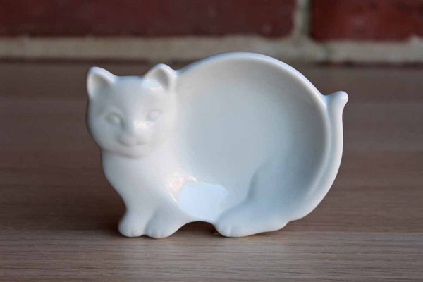 HIC (Japan) Glossy White Ceramic Cat Dish